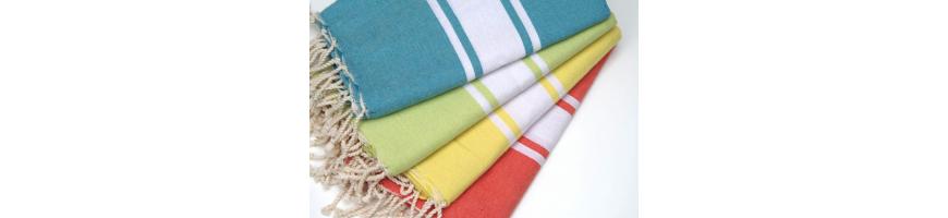 Une multitude de couleurs dans cette belle collection de foutas plage plates !