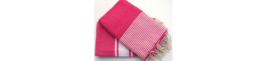 Une vaste gamme de foutas tunisiennes de qualité sur le site web Funandfoutas, cette large gamme de foutas 100% coton propose de grandes foutas pour homme, femme et enfants.